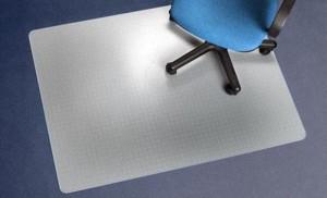 Eine Bodenschutzmatte für Teppichböden.